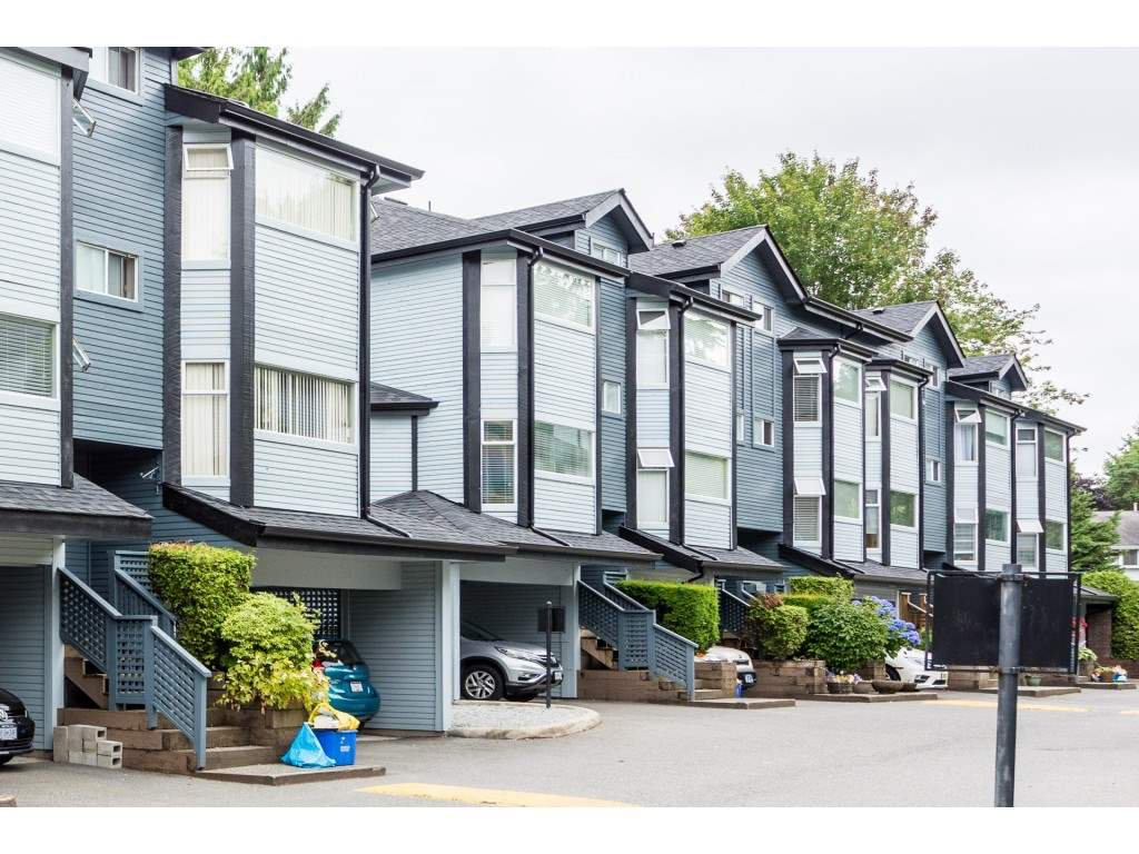 "Main Photo: 33 1195 FALCON Drive in Coquitlam: Eagle Ridge CQ Townhouse for sale in ""THE COURTYARDS"" : MLS®# R2393570"