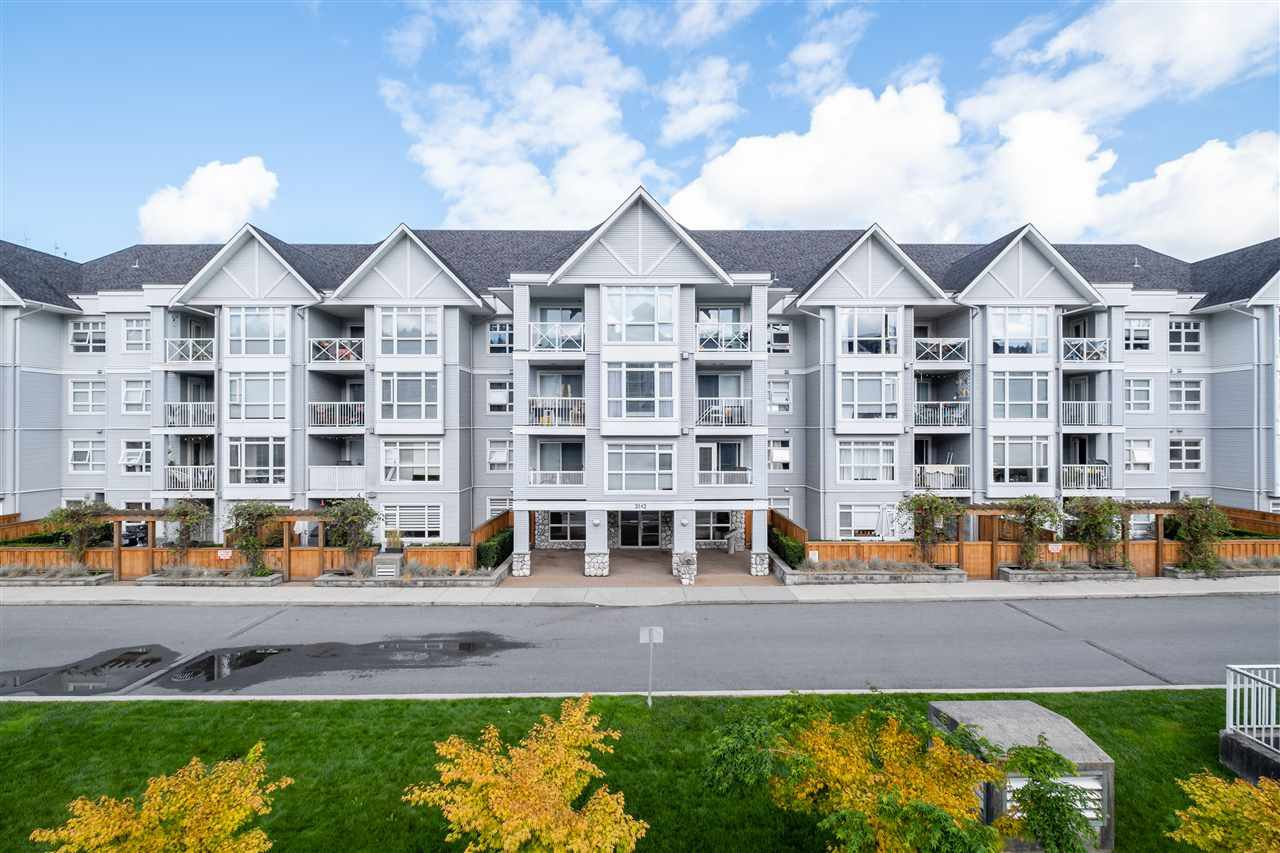 """Main Photo: 201 3142 ST JOHNS Street in Port Moody: Port Moody Centre Condo for sale in """"SONRISA"""" : MLS®# R2504116"""