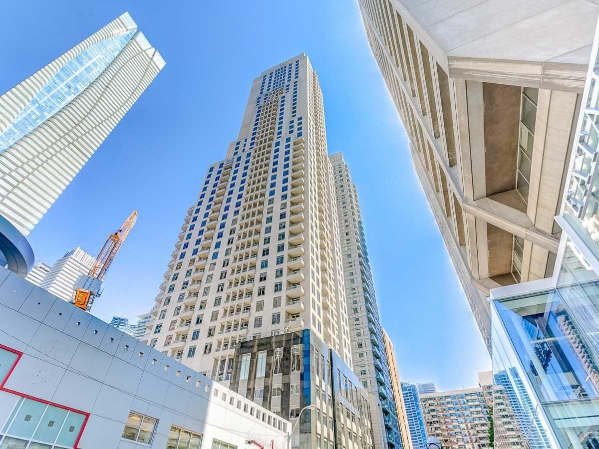 Main Photo: 35 Balmuto St Unit #2707 in Toronto: Bay Street Corridor Condo for sale (Toronto C01)  : MLS®# C4882193