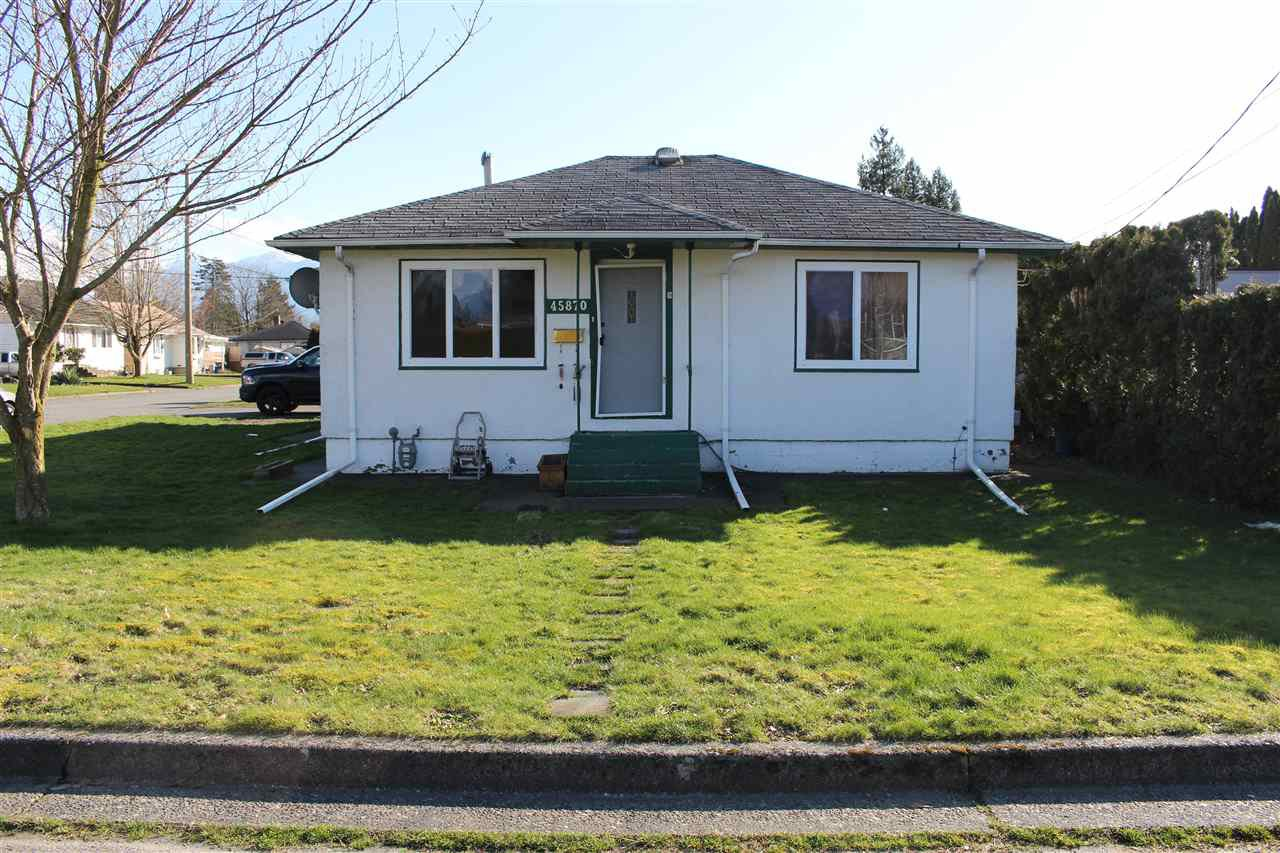 Main Photo: 45870 HENLEY Avenue in Chilliwack: Chilliwack N Yale-Well House for sale : MLS®# R2443549