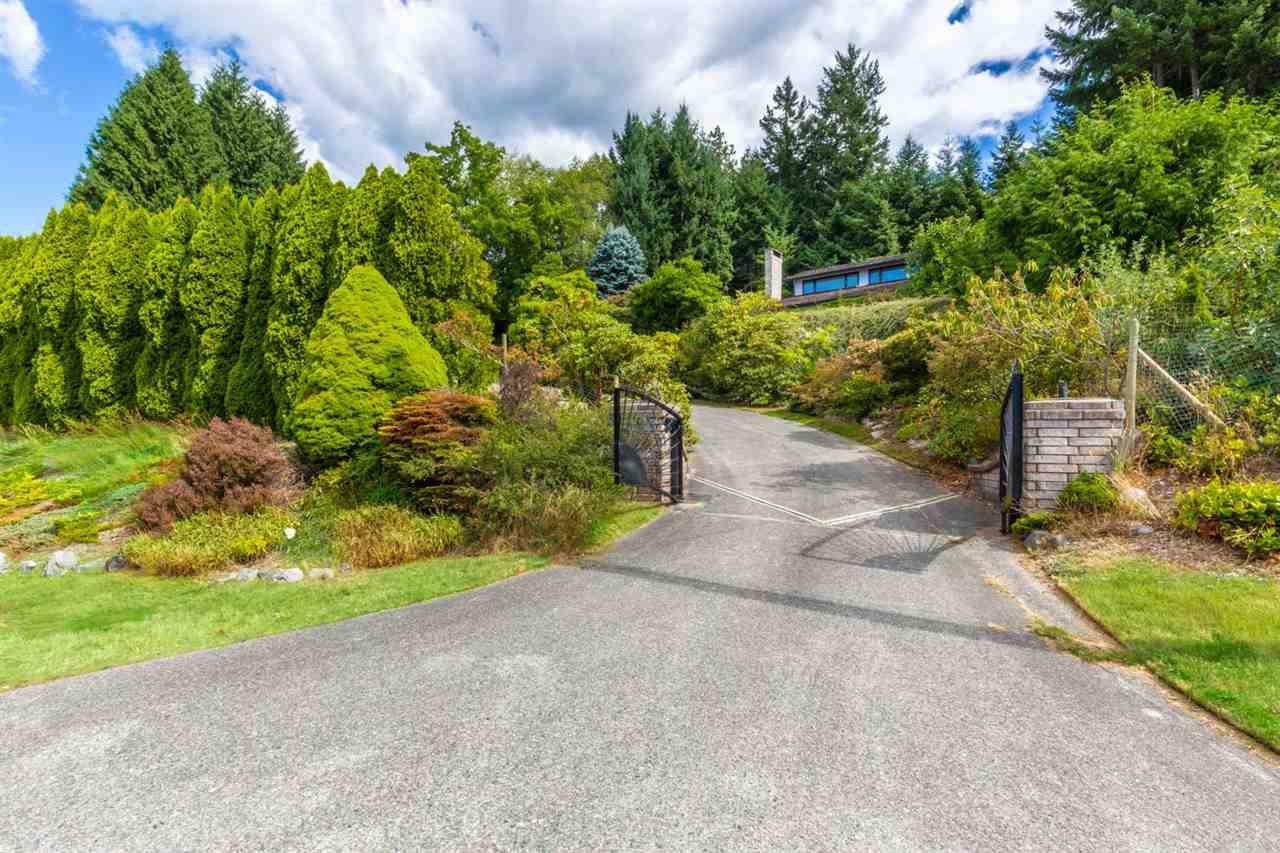 Main Photo: 5236 YACHT Road in Sechelt: Sechelt District House for sale (Sunshine Coast)  : MLS®# R2475849