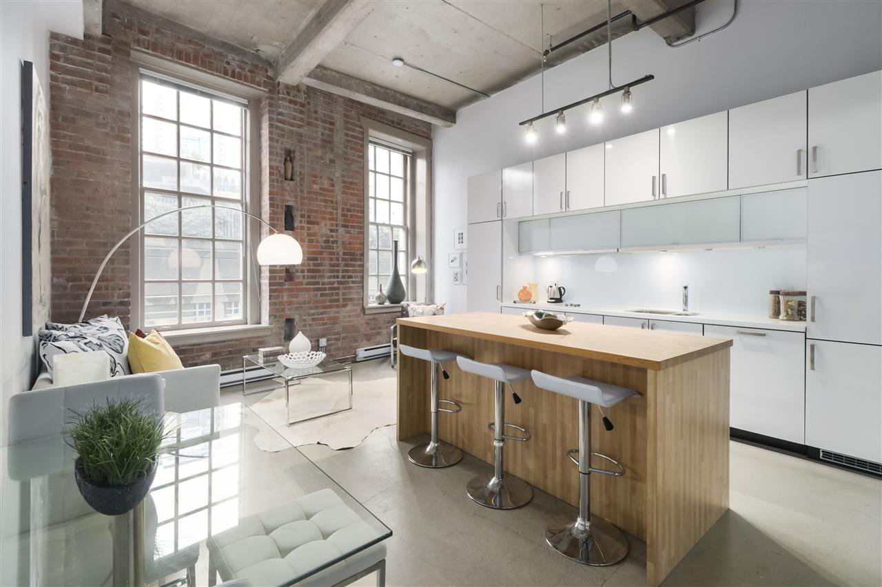 """Main Photo: 106 546 BEATTY Street in Vancouver: Downtown VW Condo for sale in """"Crane Builiding"""" (Vancouver West)  : MLS®# R2413584"""