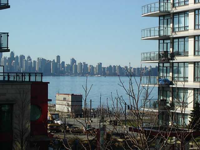 Main Photo: 302 188 ESPLANADE Street E in North Vancouver: Home for sale : MLS®# V1105149