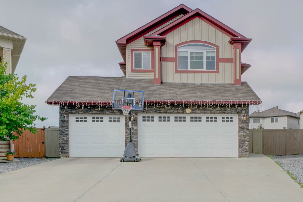 Main Photo: 3343 21 AVE in Edmonton: Zone 30 House for sale : MLS®# E4169225