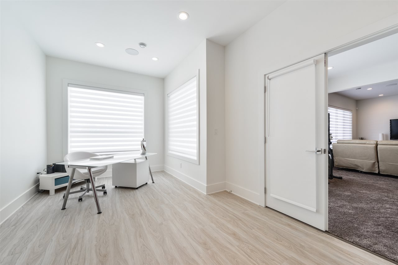 Photo 22: Photos: 945 WOOD Place in Edmonton: Zone 56 House for sale : MLS®# E4189634
