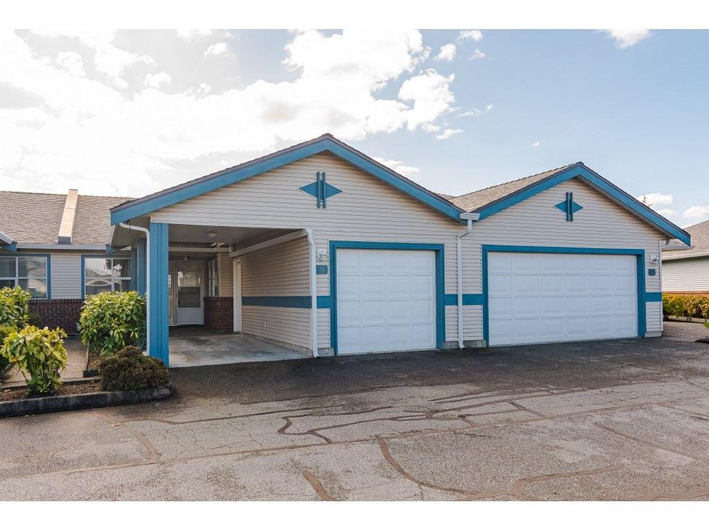 "Main Photo: 29 8889 212 Street in Langley: Walnut Grove Townhouse for sale in ""Garden Terrace"" : MLS®# R2443236"