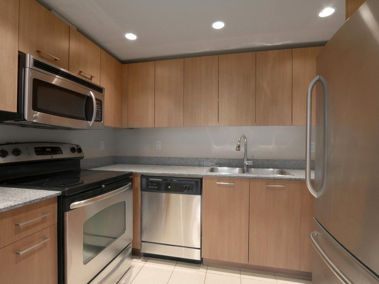 """Main Photo: 409 1212 HOWE Street in Vancouver: Downtown VW Condo for sale in """"1212 HOWE"""" (Vancouver West)  : MLS®# R2404018"""