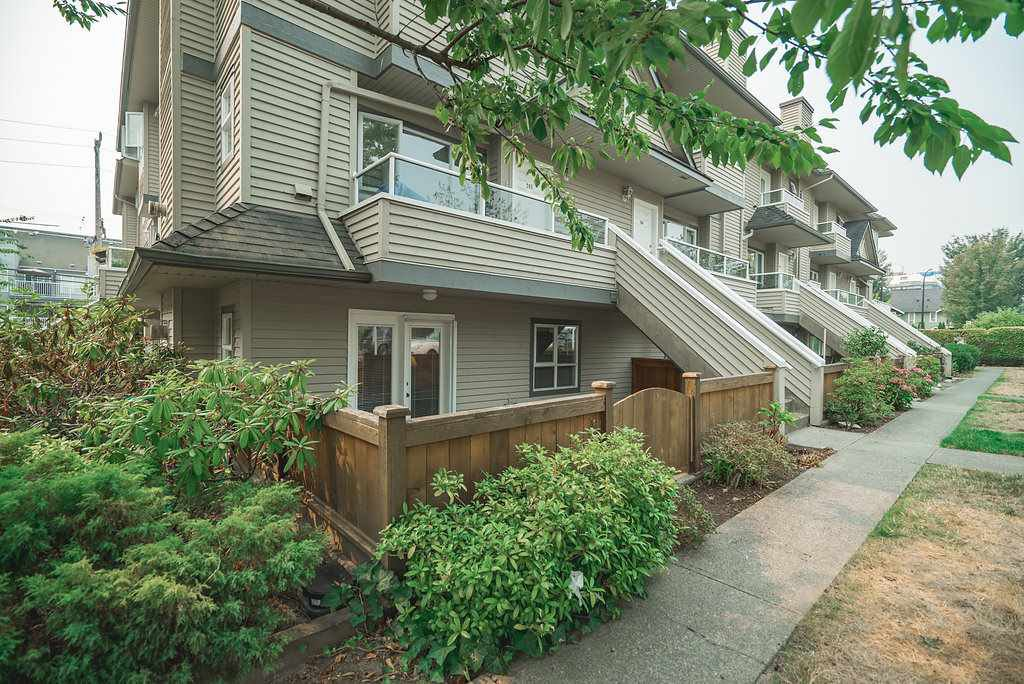 Main Photo: 104 3938 ALBERT STREET in Burnaby: Vancouver Heights Townhouse for sale (Burnaby North)  : MLS®# R2300525