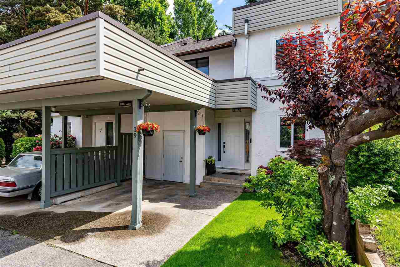 "Main Photo: 39 2830 BOURQUIN Crescent in Abbotsford: Central Abbotsford Townhouse for sale in ""ABBOTSFORD COURT"" : MLS®# R2459039"