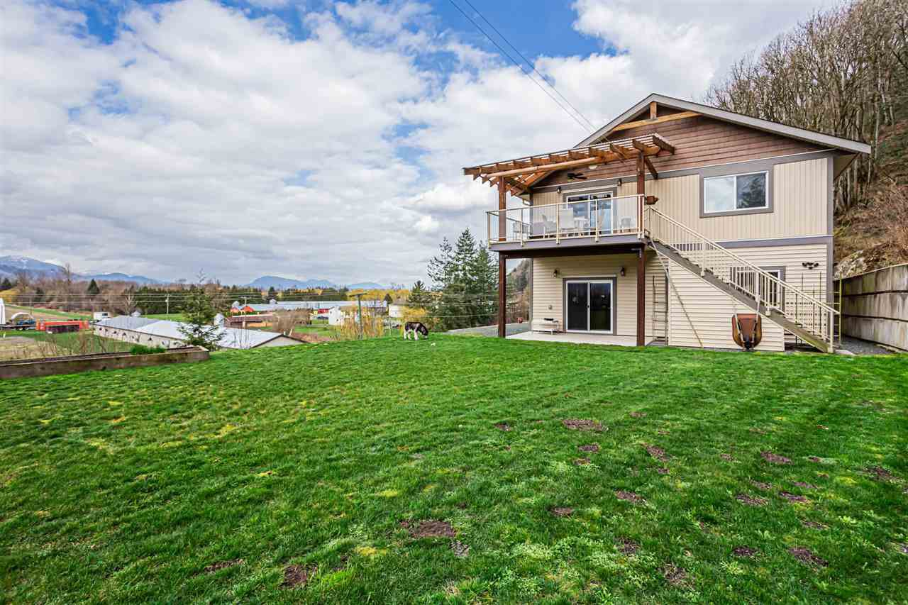 Main Photo: 42950 VEDDER MOUNTAIN Road: Yarrow House for sale : MLS®# R2487606