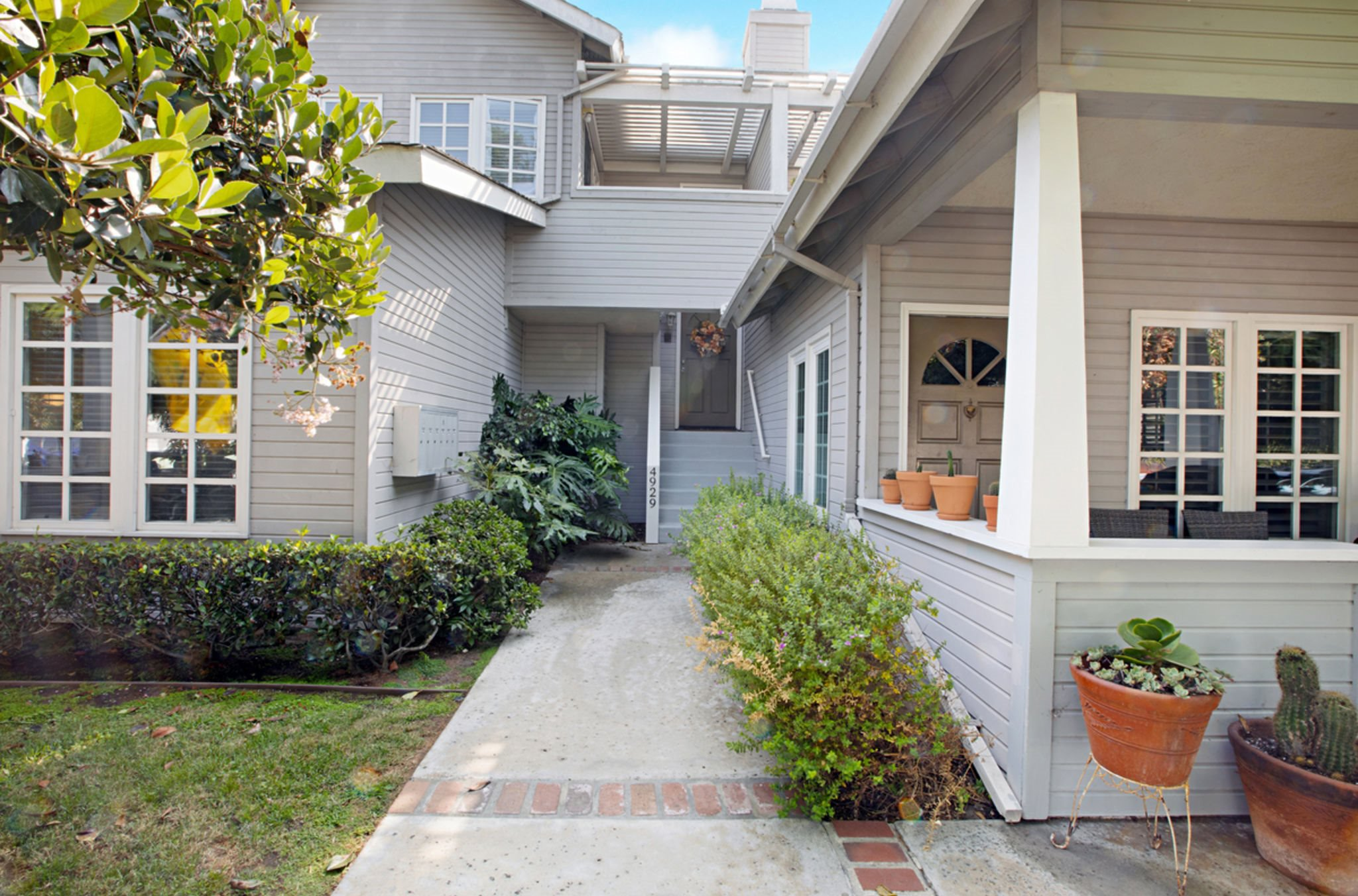 Main Photo: OCEAN BEACH Townhouse for sale : 2 bedrooms : 4929 Brighton Ave in San Diego