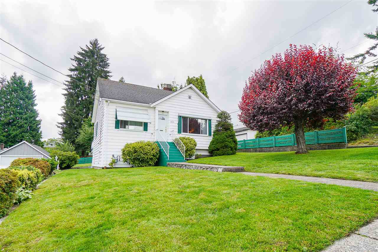 "Main Photo: 924 FIRST Street in New Westminster: GlenBrooke North House for sale in ""Glenbrooke North"" : MLS®# R2465475"