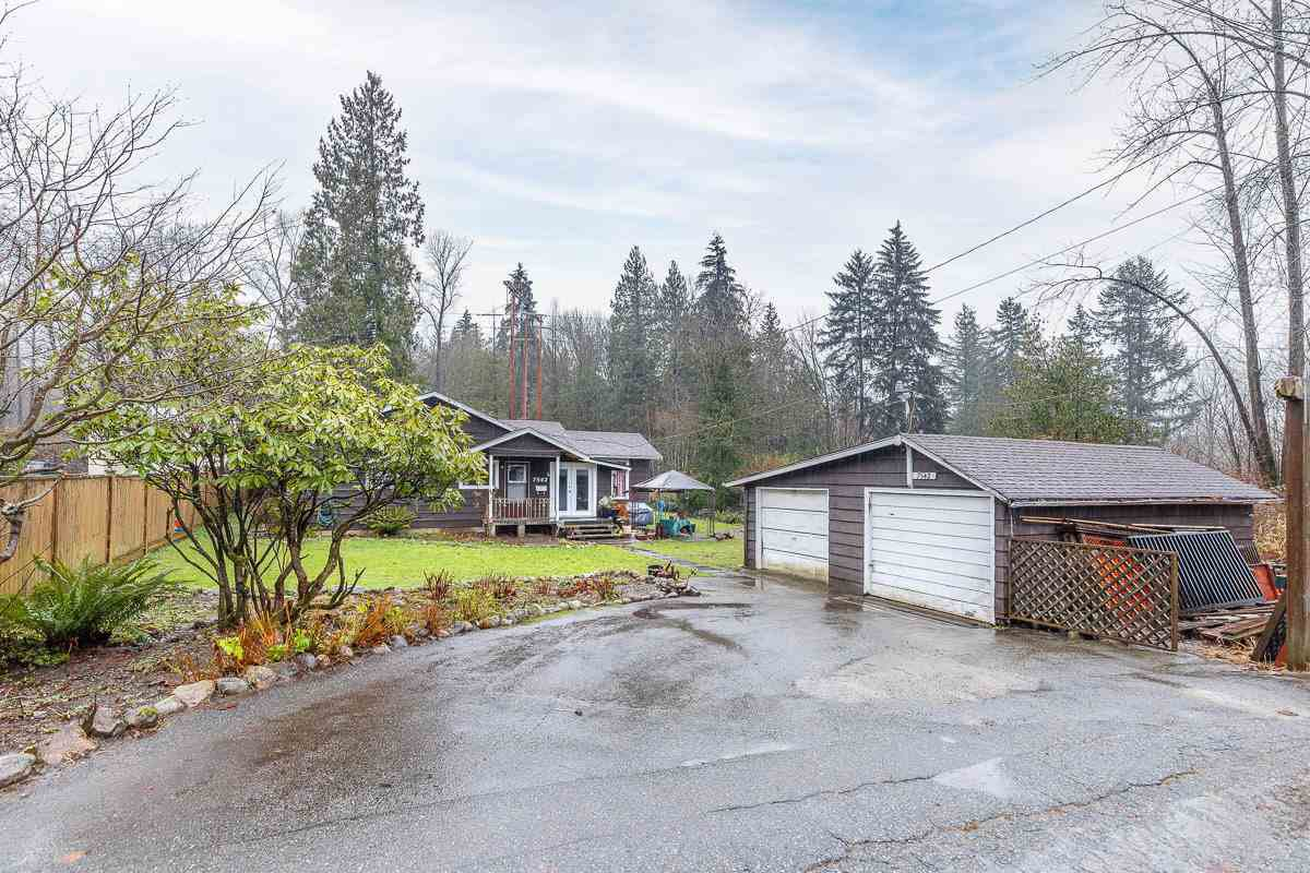 """Main Photo: 9418 GLENCOE Street in Burnaby: The Crest House for sale in """"CARIBOO - CUMBERLAND AREA"""" (Burnaby East)  : MLS®# R2526101"""
