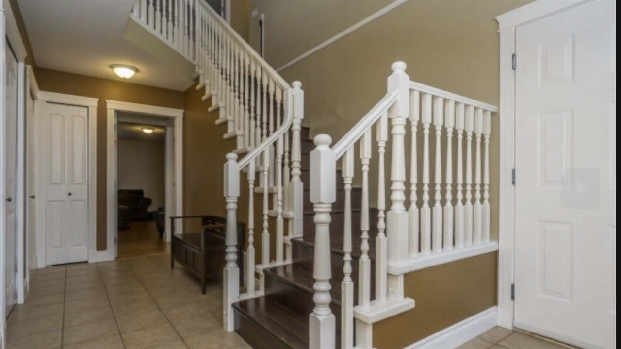 Photo 2: Photos: 2885 WHISTLE Drive in Abbotsford: Aberdeen House for sale : MLS®# R2408228