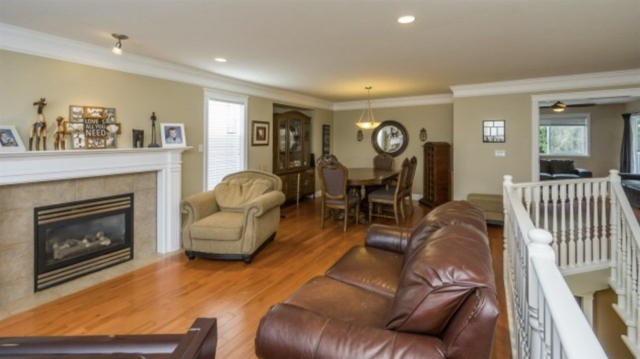 Photo 5: Photos: 2885 WHISTLE Drive in Abbotsford: Aberdeen House for sale : MLS®# R2408228