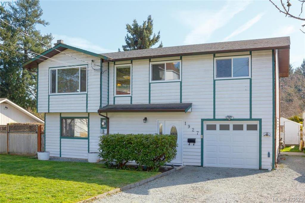 Fantastic 4 bedroom home nestled a popular Saanichton neighbourhood