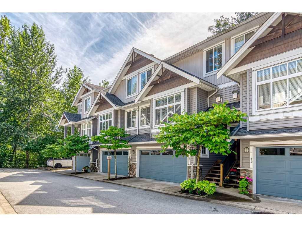 "Main Photo: 20 21704 96 Avenue in Langley: Walnut Grove Townhouse for sale in ""REDWOOD BRIDGE ESTATES"" : MLS®# R2391271"