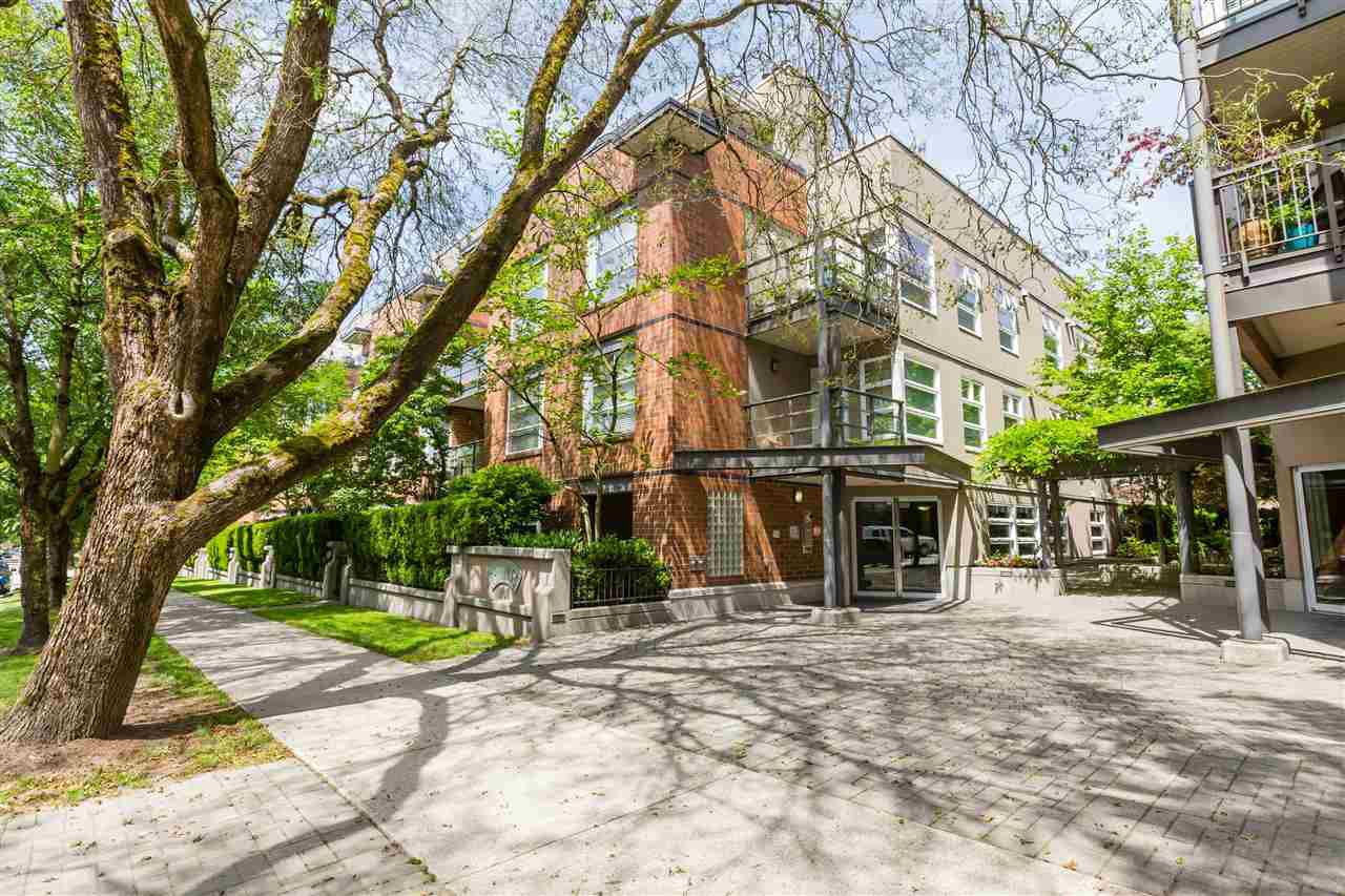 """Main Photo: 106 2181 W 12 Avenue in Vancouver: Kitsilano Townhouse for sale in """"The Carlings"""" (Vancouver West)  : MLS®# R2432501"""