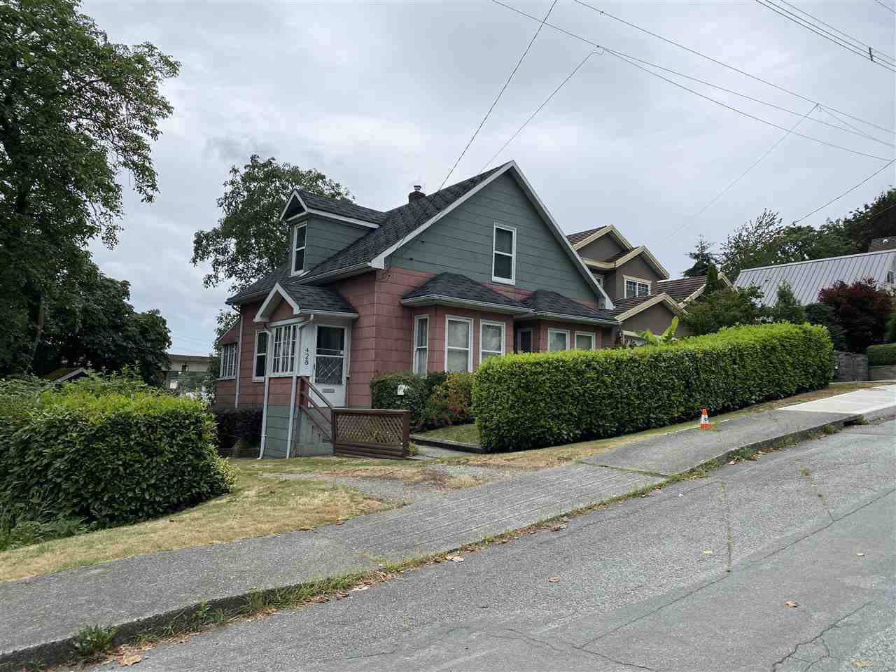 Main Photo: 428 FOURTEEN Street in New Westminster: West End NW House for sale : MLS®# R2483244