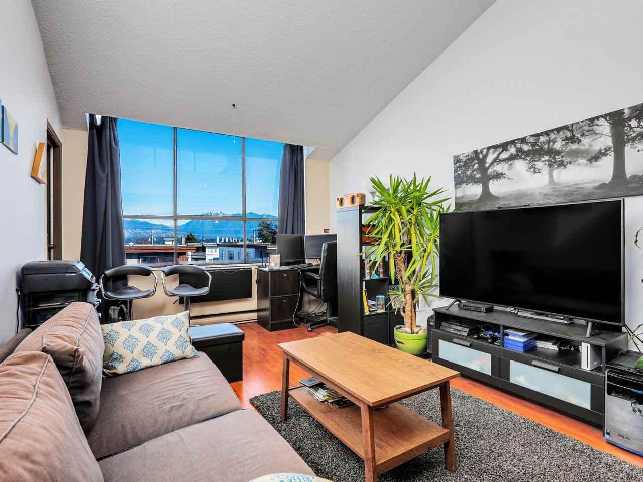 """Main Photo: 403 2173 W 6TH Avenue in Vancouver: Kitsilano Condo for sale in """"THE MALIBU"""" (Vancouver West)  : MLS®# R2470311"""