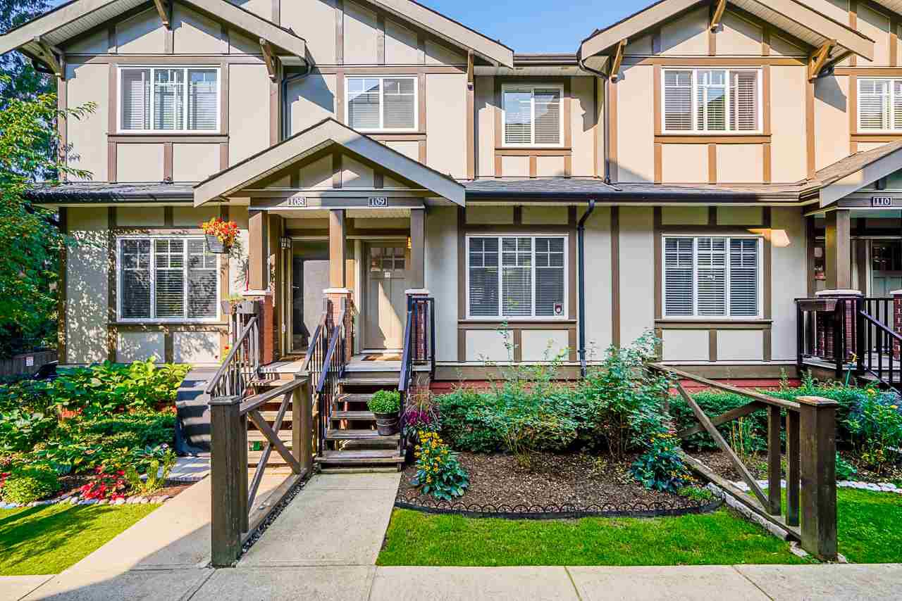 """Main Photo: 109 3333 DEWDNEY TRUNK Road in Port Moody: Port Moody Centre Townhouse for sale in """"CENTRE POINT"""" : MLS®# R2505773"""