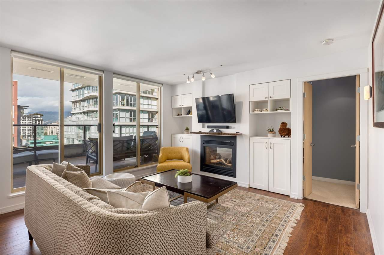 """Main Photo: 2402 969 RICHARDS Street in Vancouver: Downtown VW Condo for sale in """"Mondrian II"""" (Vancouver West)  : MLS®# R2508836"""