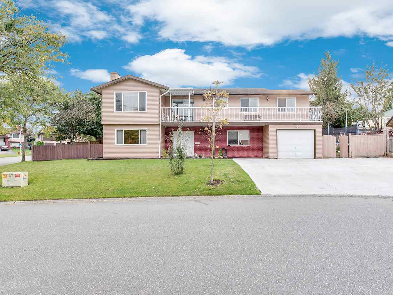 """Main Photo: 14199 72A Avenue in Surrey: East Newton House for sale in """"EAST NEWTON"""" : MLS®# R2504461"""