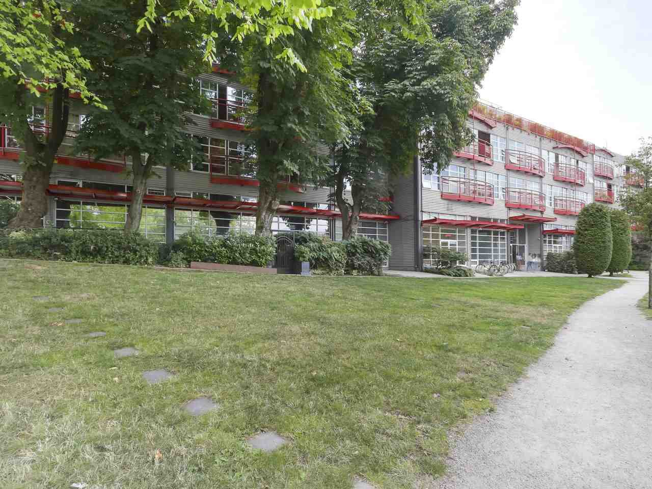 """Main Photo: 419 350 E 2ND Avenue in Vancouver: Mount Pleasant VE Condo for sale in """"MAINSPACE"""" (Vancouver East)  : MLS®# R2394505"""