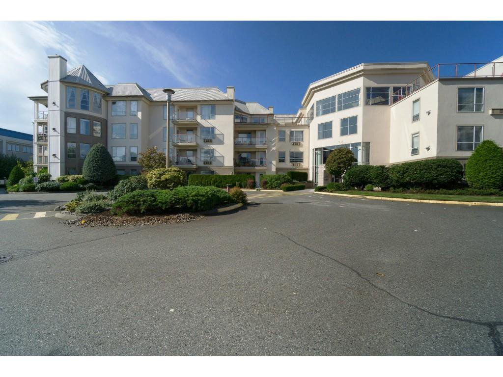 "Main Photo: 417 2626 COUNTESS Street in Abbotsford: Abbotsford West Condo for sale in ""The Wedgewood"" : MLS®# R2409510"