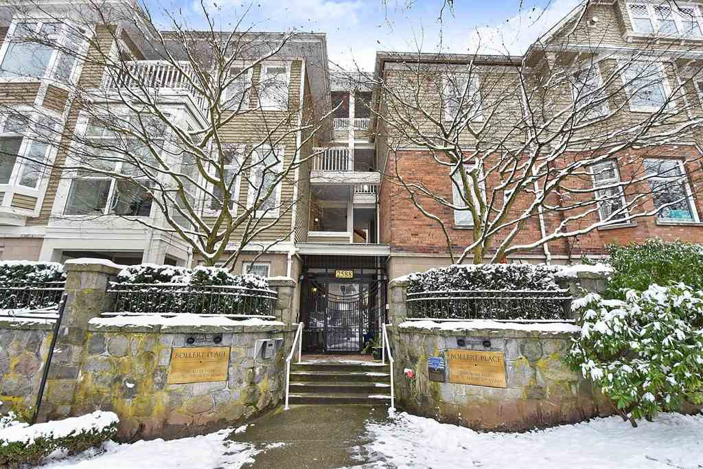 "Main Photo: 106 2588 ALDER Street in Vancouver: Fairview VW Condo for sale in ""BOLLERT PLACE"" (Vancouver West)  : MLS®# R2429460"