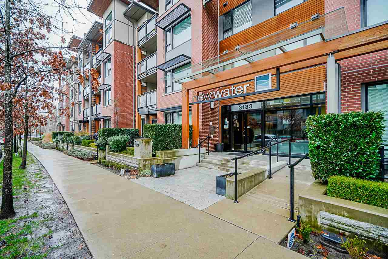 """Main Photo: 103 3133 RIVERWALK Avenue in Vancouver: South Marine Condo for sale in """"New Water"""" (Vancouver East)  : MLS®# R2423728"""