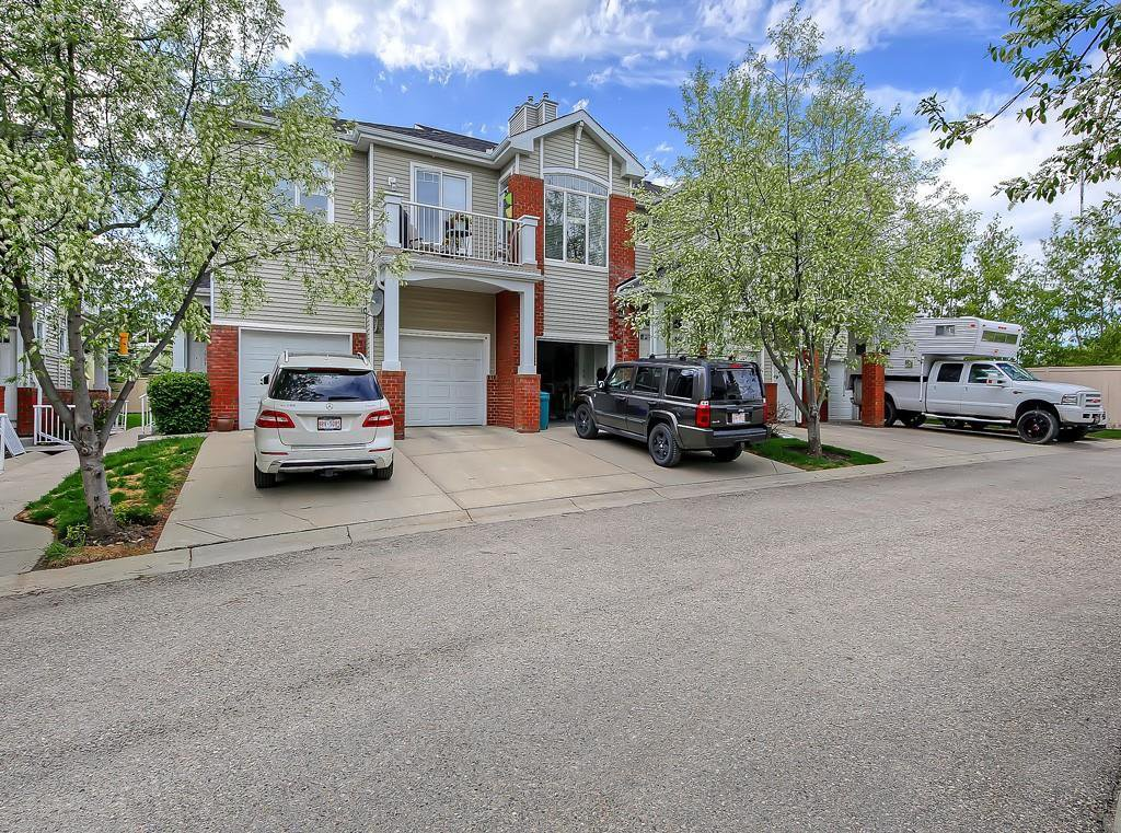 Main Photo: 601 8000 WENTWORTH Drive SW in Calgary: West Springs Row/Townhouse for sale : MLS®# C4300178