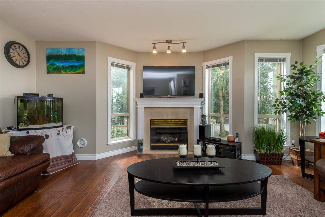 "Photo 10: Photos: 204 2585 WARE Street in Abbotsford: Central Abbotsford Condo for sale in ""The Maples"" : MLS®# R2408849"