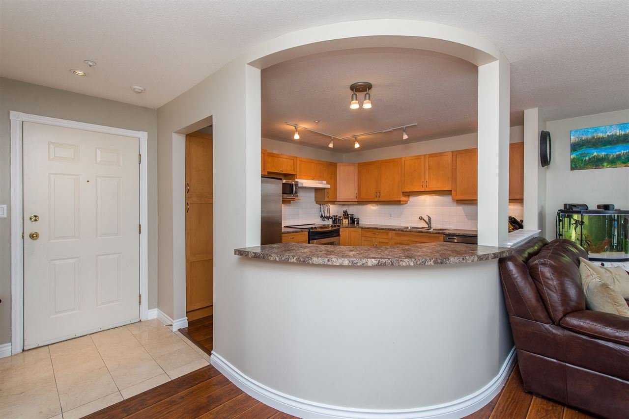 "Photo 5: Photos: 204 2585 WARE Street in Abbotsford: Central Abbotsford Condo for sale in ""The Maples"" : MLS®# R2408849"