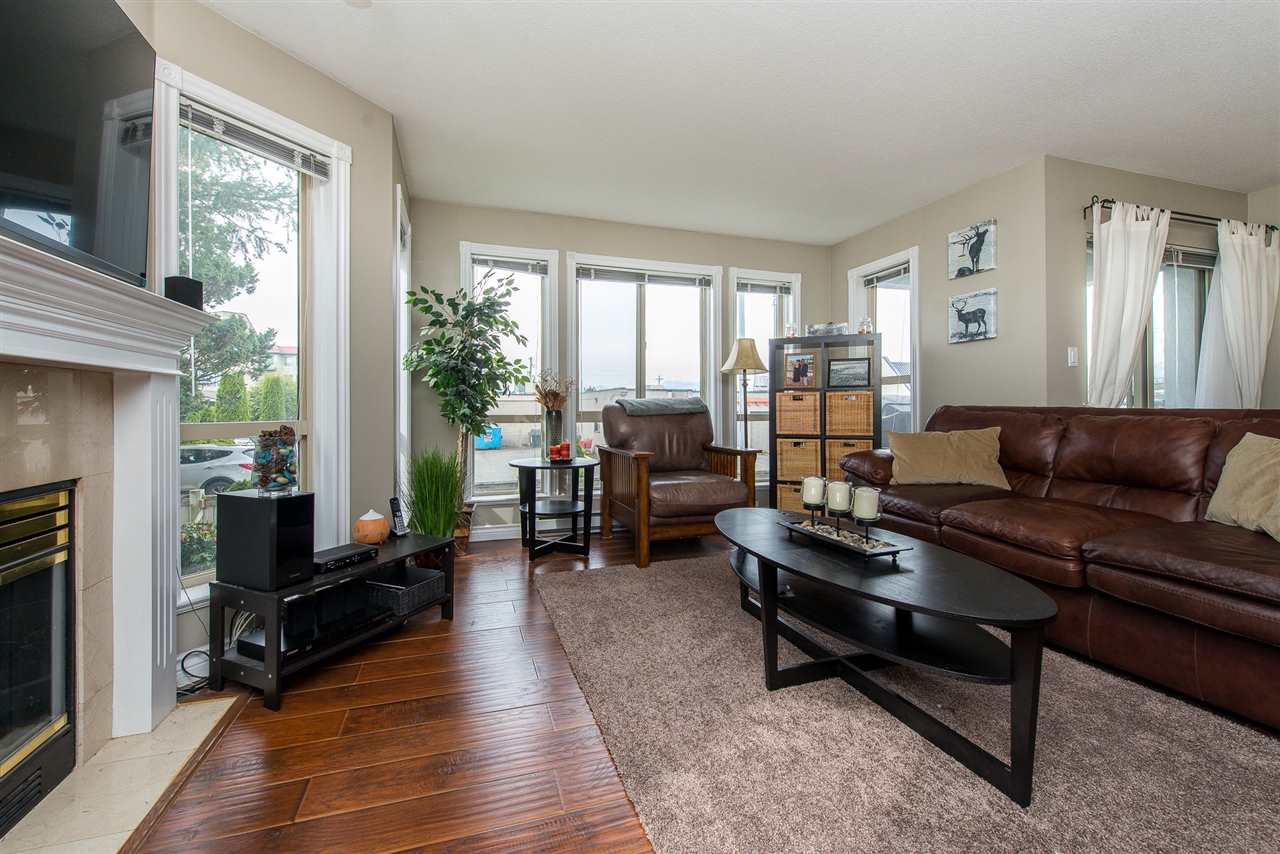 "Photo 11: Photos: 204 2585 WARE Street in Abbotsford: Central Abbotsford Condo for sale in ""The Maples"" : MLS®# R2408849"