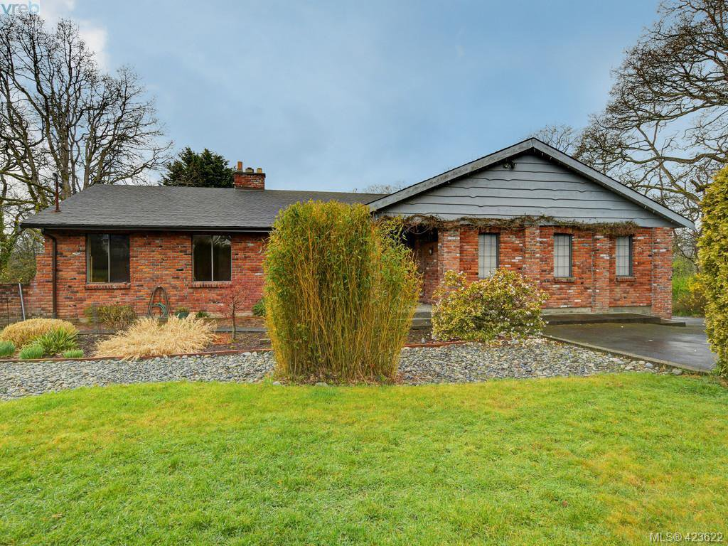 Main Photo: 1555 Brodick Crescent in VICTORIA: SE Mt Doug Single Family Detached for sale (Saanich East)  : MLS®# 423622