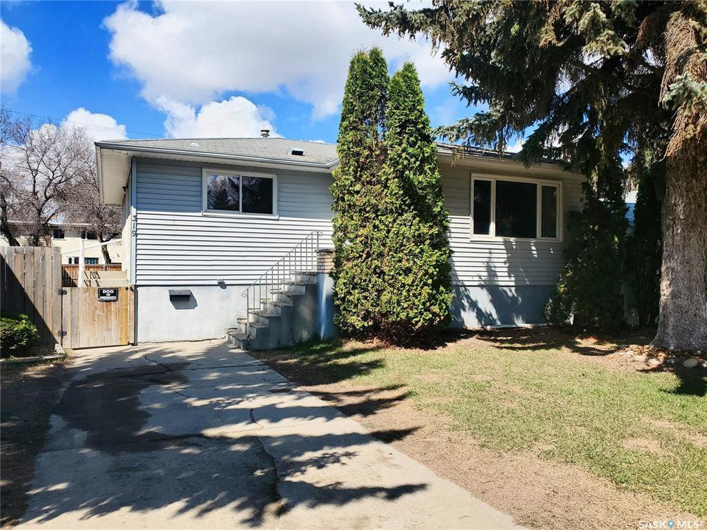 Main Photo: 319 M Avenue North in Saskatoon: Westmount Residential for sale : MLS®# SK806635