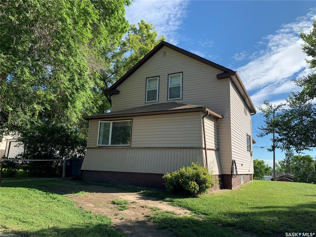 Main Photo: 320 Saskatchewan Avenue in Kerrobert: Residential for sale : MLS®# SK827556