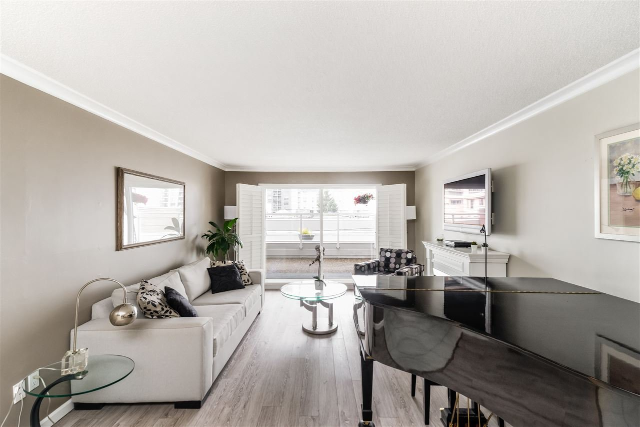 """Main Photo: 103 550 ROYAL Avenue in New Westminster: Downtown NW Condo for sale in """"HARBOURVIEW"""" : MLS®# R2408602"""