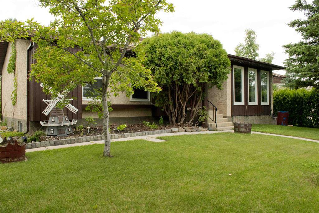 20 Hill Cres, Red Deer ~ 5 Bedrooms ~ 3 Bathrooms ~ 1543 Sq Ft Bungalow with Attached Garage