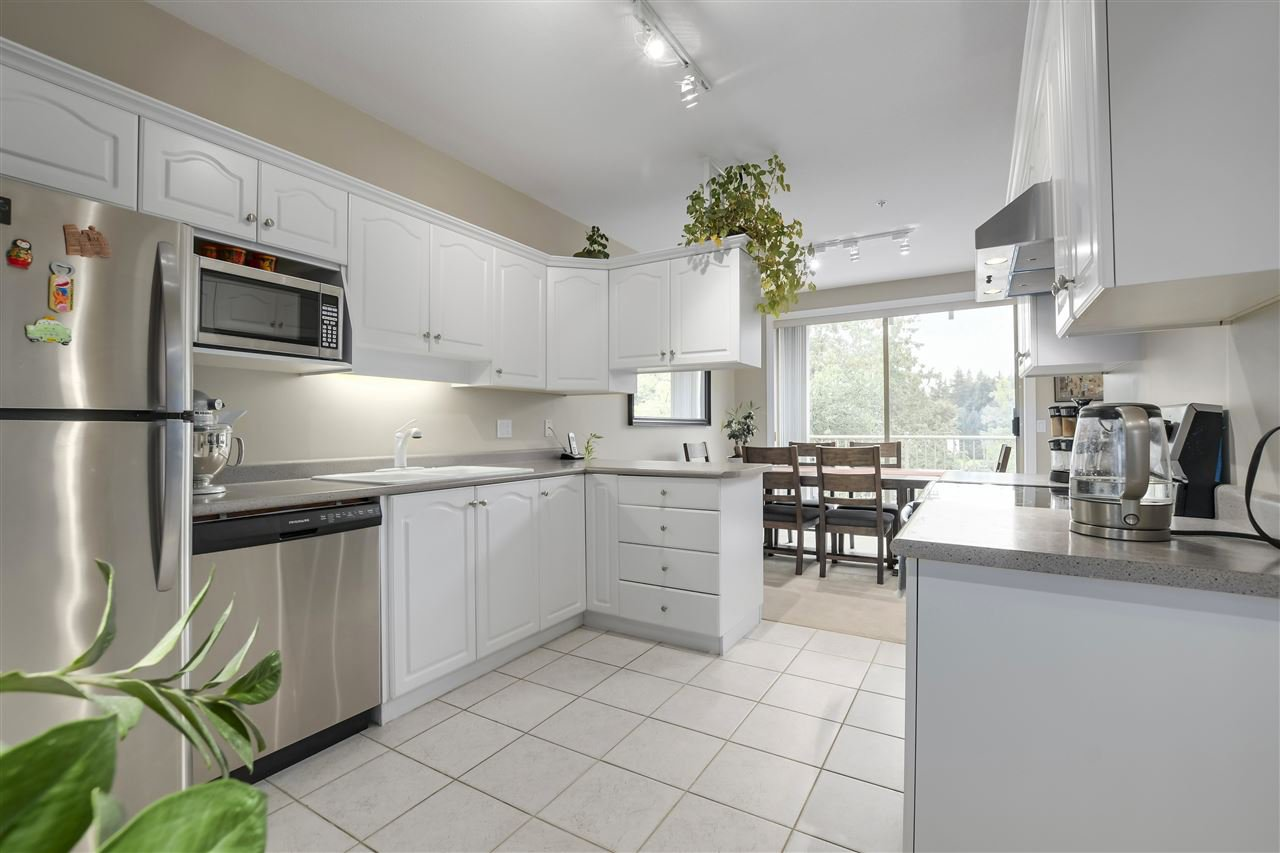 """Photo 11: Photos: 315 3176 PLATEAU Boulevard in Coquitlam: Westwood Plateau Condo for sale in """"THE TUSCANY"""" : MLS®# R2398138"""