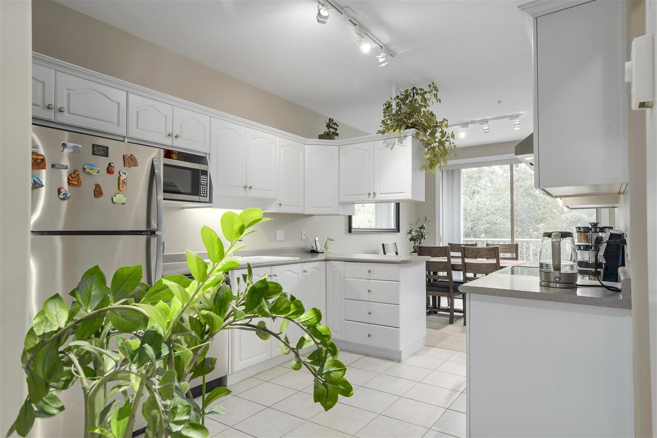 """Photo 9: Photos: 315 3176 PLATEAU Boulevard in Coquitlam: Westwood Plateau Condo for sale in """"THE TUSCANY"""" : MLS®# R2398138"""