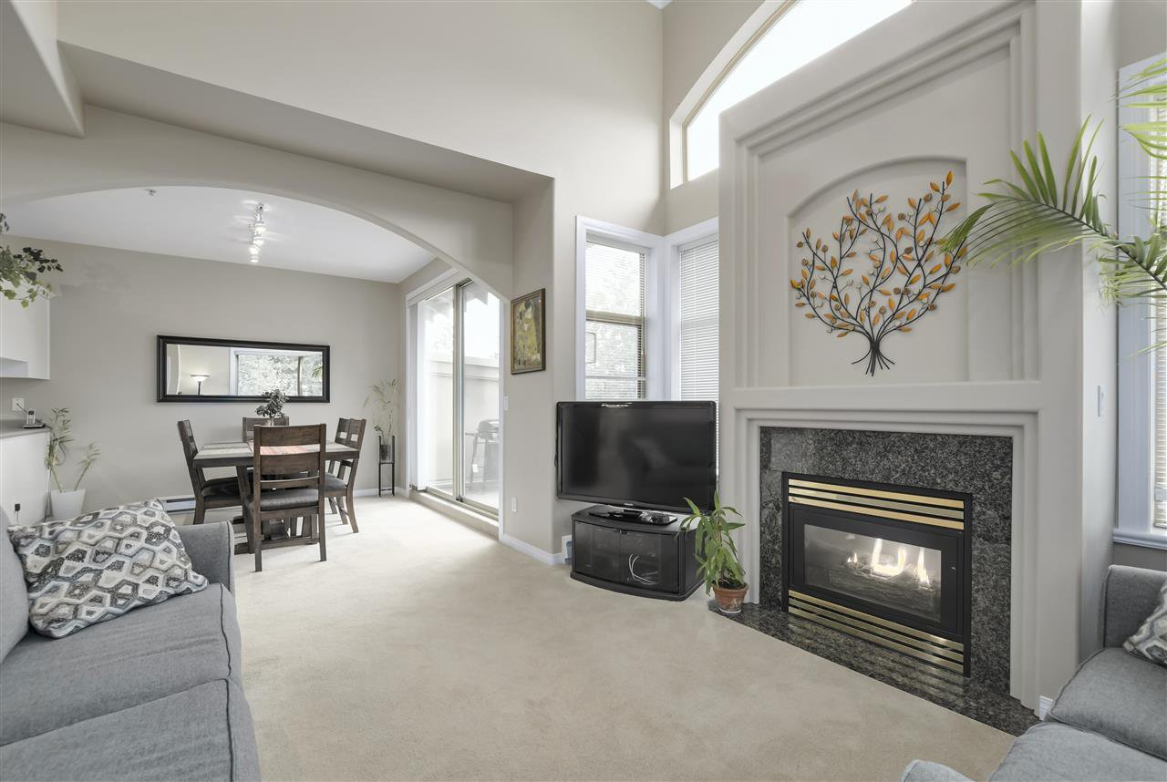 """Photo 4: Photos: 315 3176 PLATEAU Boulevard in Coquitlam: Westwood Plateau Condo for sale in """"THE TUSCANY"""" : MLS®# R2398138"""