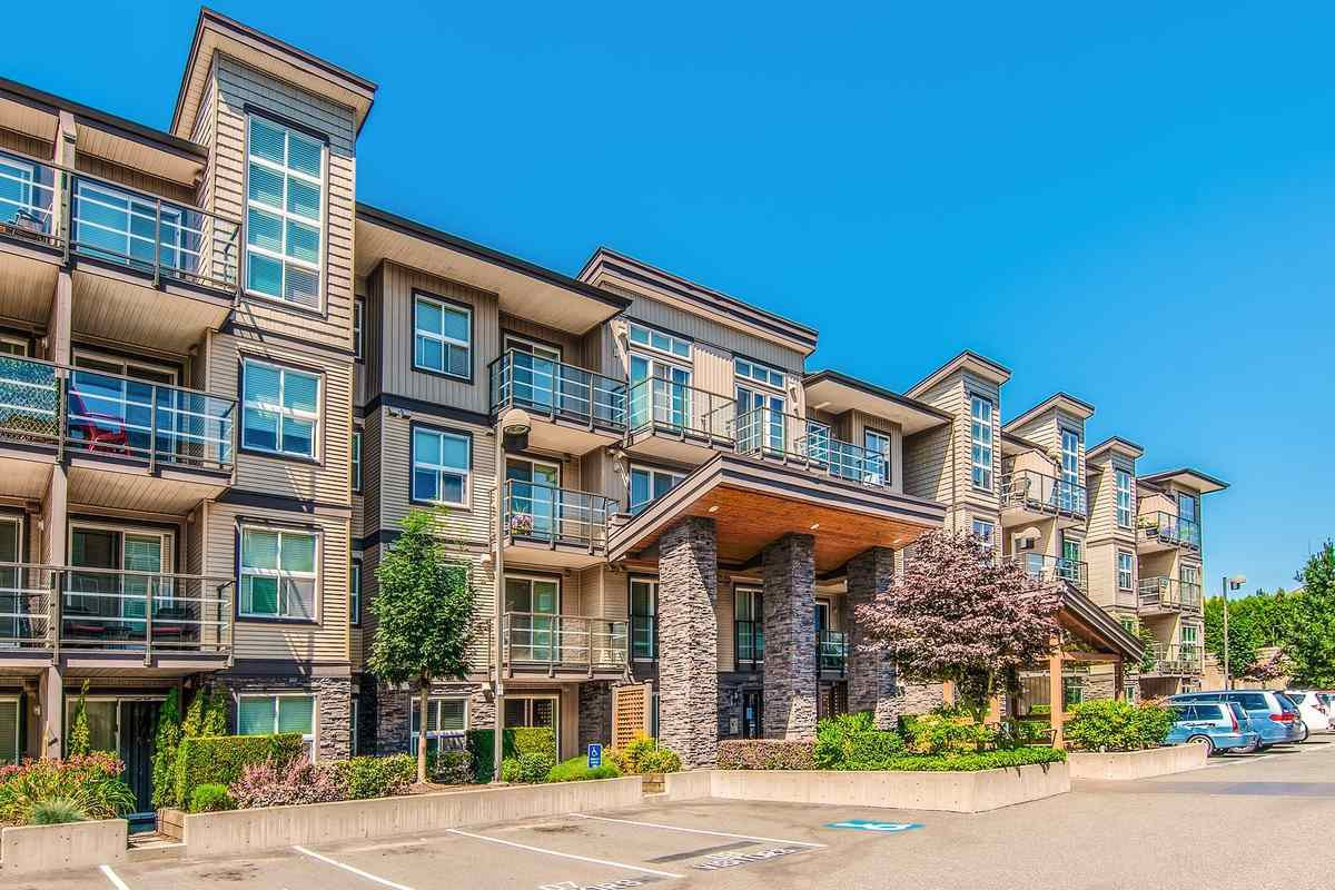 "Main Photo: 214 30515 CARDINAL Avenue in Abbotsford: Abbotsford West Condo for sale in ""TAMARIND WESTSIDE"" : MLS®# R2480759"
