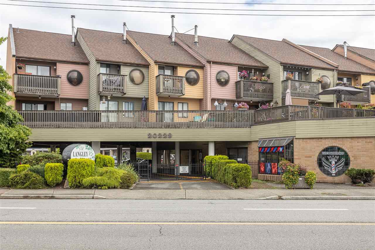 "Main Photo: 18 20229 FRASER Highway in Langley: Langley City Condo for sale in ""Langley Place"" : MLS®# R2489636"