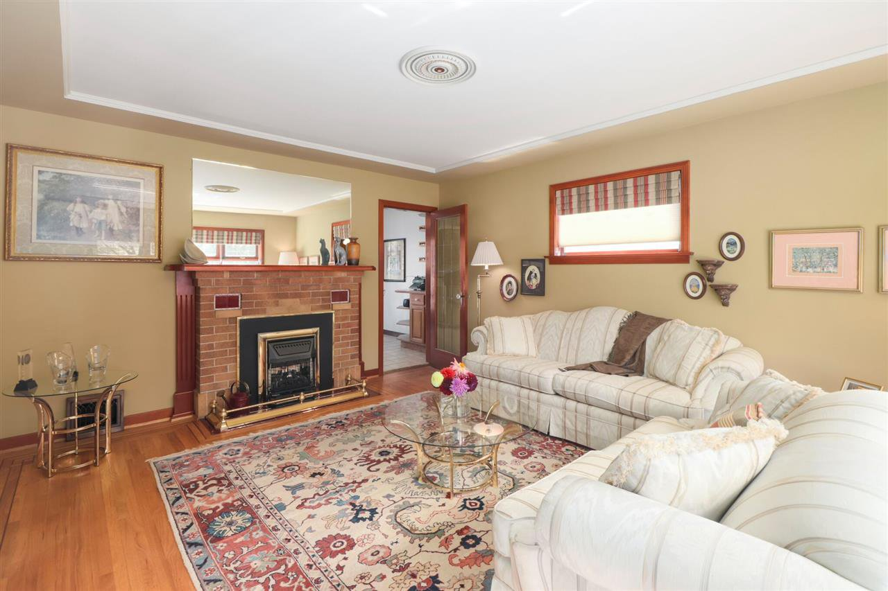 Photo 2: Photos: 805 FOURTH Street in New Westminster: GlenBrooke North House for sale : MLS®# R2402081