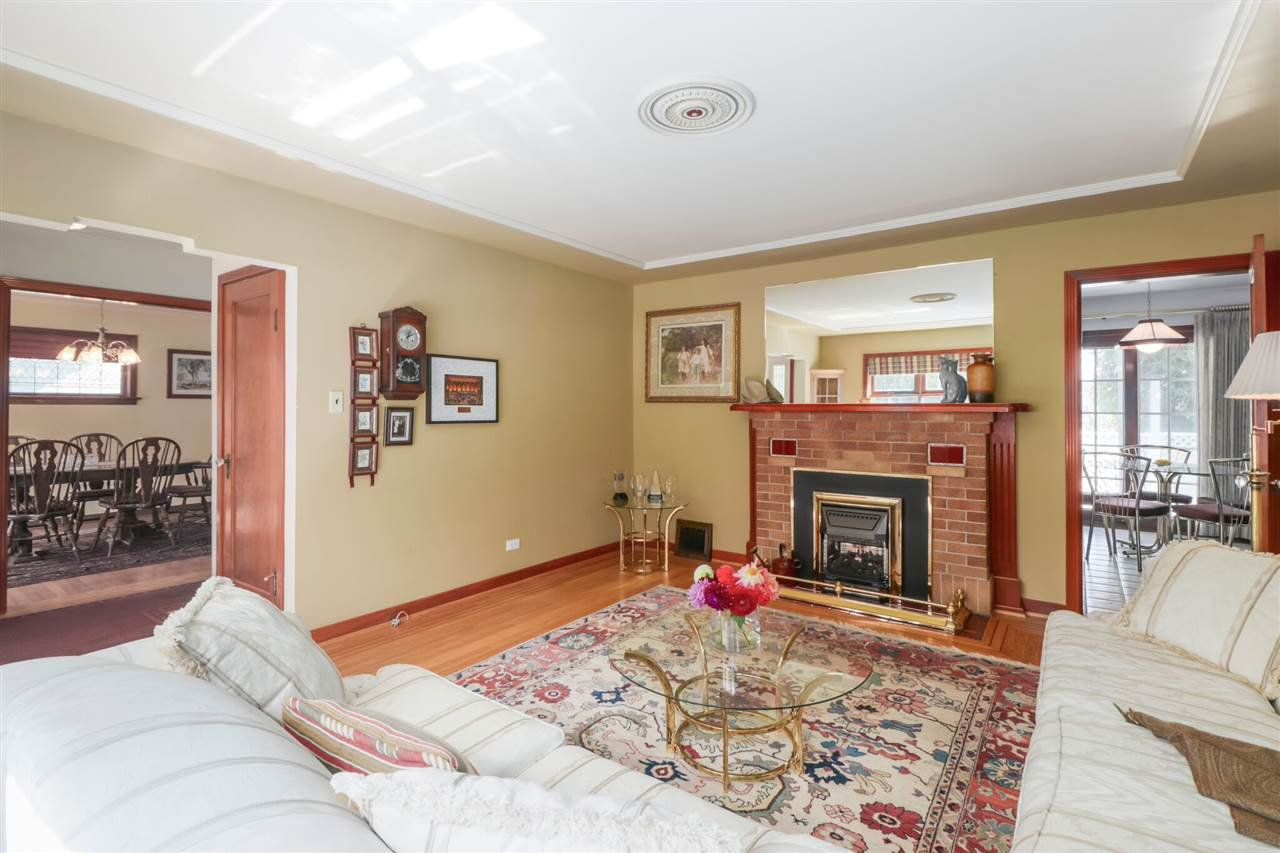 Photo 4: Photos: 805 FOURTH Street in New Westminster: GlenBrooke North House for sale : MLS®# R2402081
