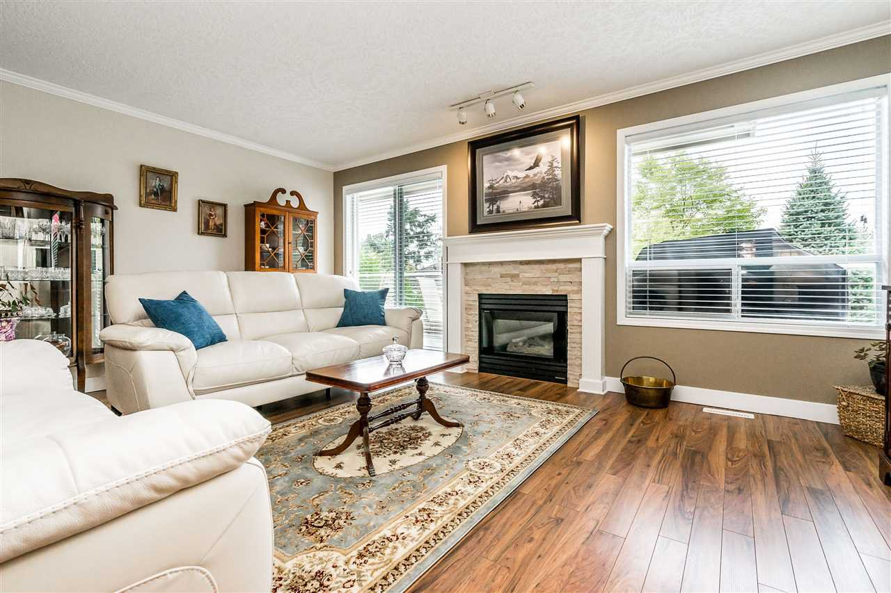 """Photo 6: Photos: 79 4001 OLD CLAYBURN Road in Abbotsford: Abbotsford East Townhouse for sale in """"Cedar Springs"""" : MLS®# R2427532"""