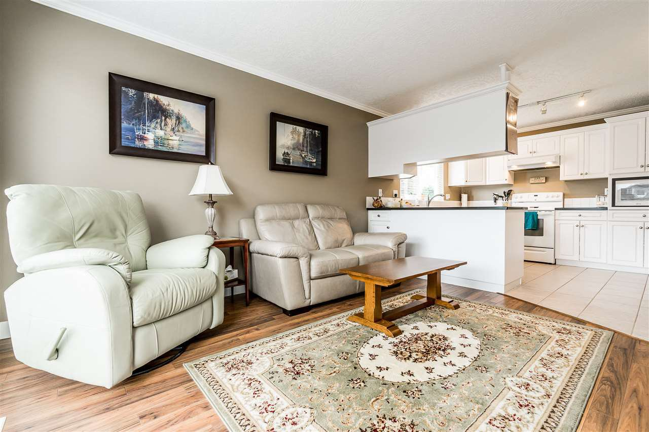 """Photo 13: Photos: 79 4001 OLD CLAYBURN Road in Abbotsford: Abbotsford East Townhouse for sale in """"Cedar Springs"""" : MLS®# R2427532"""