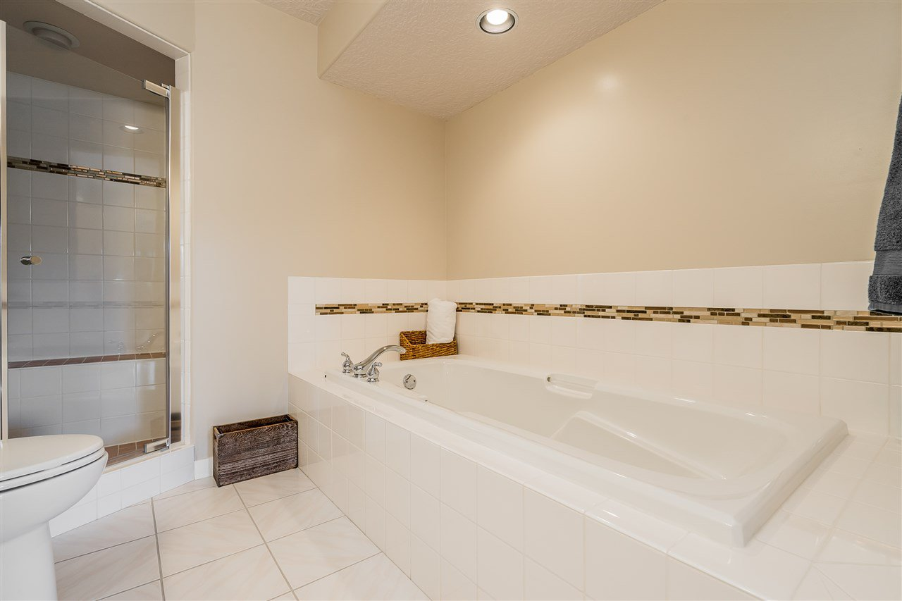 """Photo 20: Photos: 79 4001 OLD CLAYBURN Road in Abbotsford: Abbotsford East Townhouse for sale in """"Cedar Springs"""" : MLS®# R2427532"""